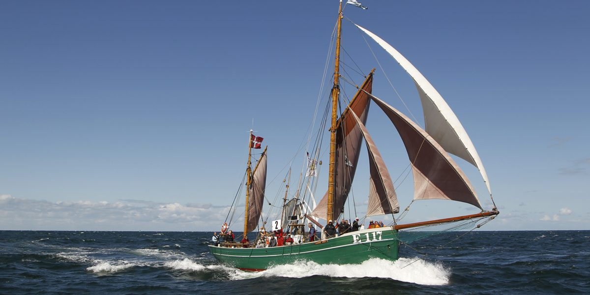 "Haikutter ""Groenne Erna"" crosses the Baltic Sea. (photo: Herbert Böhm)"