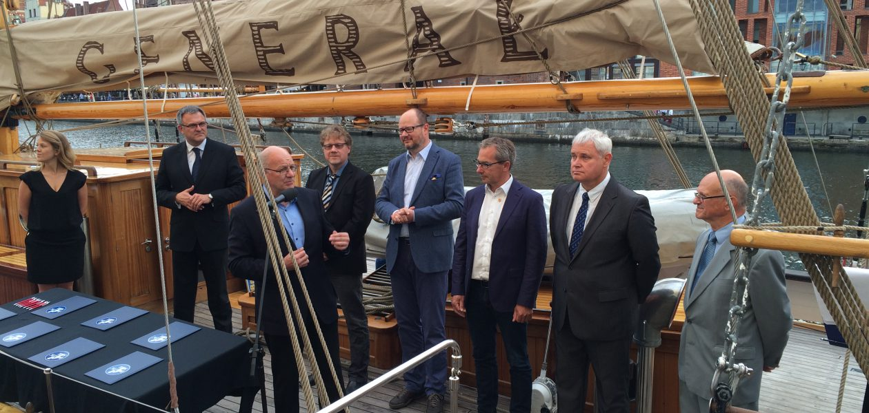 "On board of ""Genereal Zaruski"" (from left) Krizsztof Soska (Szczecin), Roland Methling (Rostock), Magnus Larsson (Karlskrona), Pawel Adamowicz (Gdansk), John Braedder (Guldborgsund Kommune), Vitautas Grubliauskas (Klaipeda), Jerzy Litwin (National Maritime Museum Gdansk), photo: Büro Hanse Sail/Rita Berkholz"